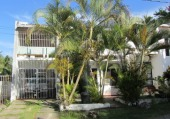 maison de ville 4-5 chambre à coucher avec piscine partagée avec le voisin