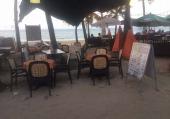 Restaurante en la entrada de la playa