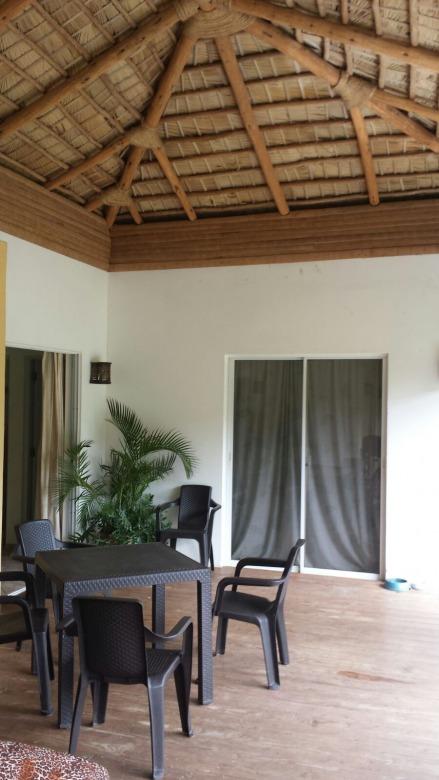 idyllisch gelegenes wohnhaus tropisch und elegant. Black Bedroom Furniture Sets. Home Design Ideas